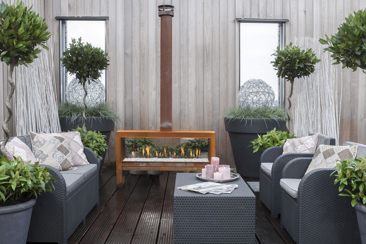 Buitenhaard in moderne tuin